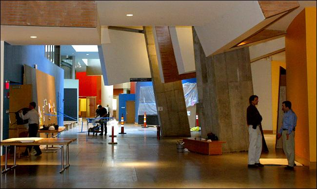 Stata Center di Massachusetts Institute of Technology, Cambridge karya Frank Gehry tahun 2004 (Sumber:kampusked.com)