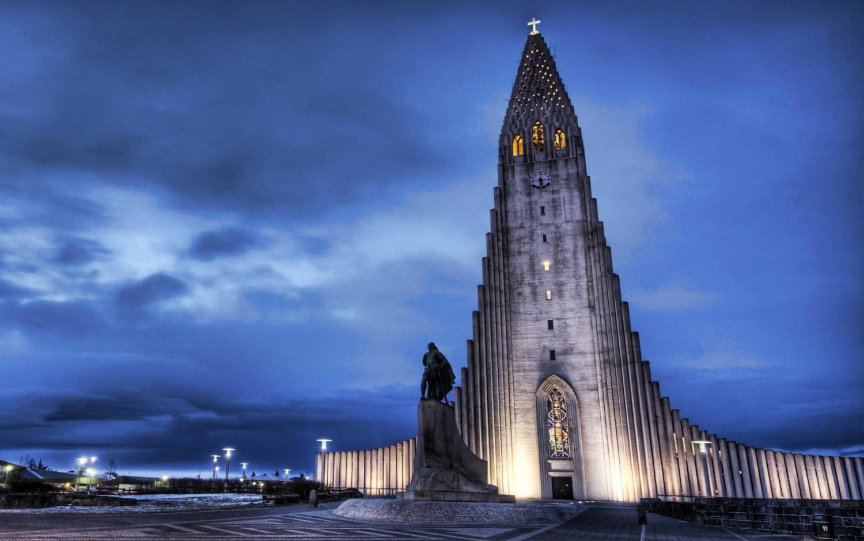 Selesai dibangun tahun 1986, Hallgrímskirkja Church menjulang setinggi 74,5 m sebagai ikon Hallgrímskirkja (Sumber: thousandwonders)