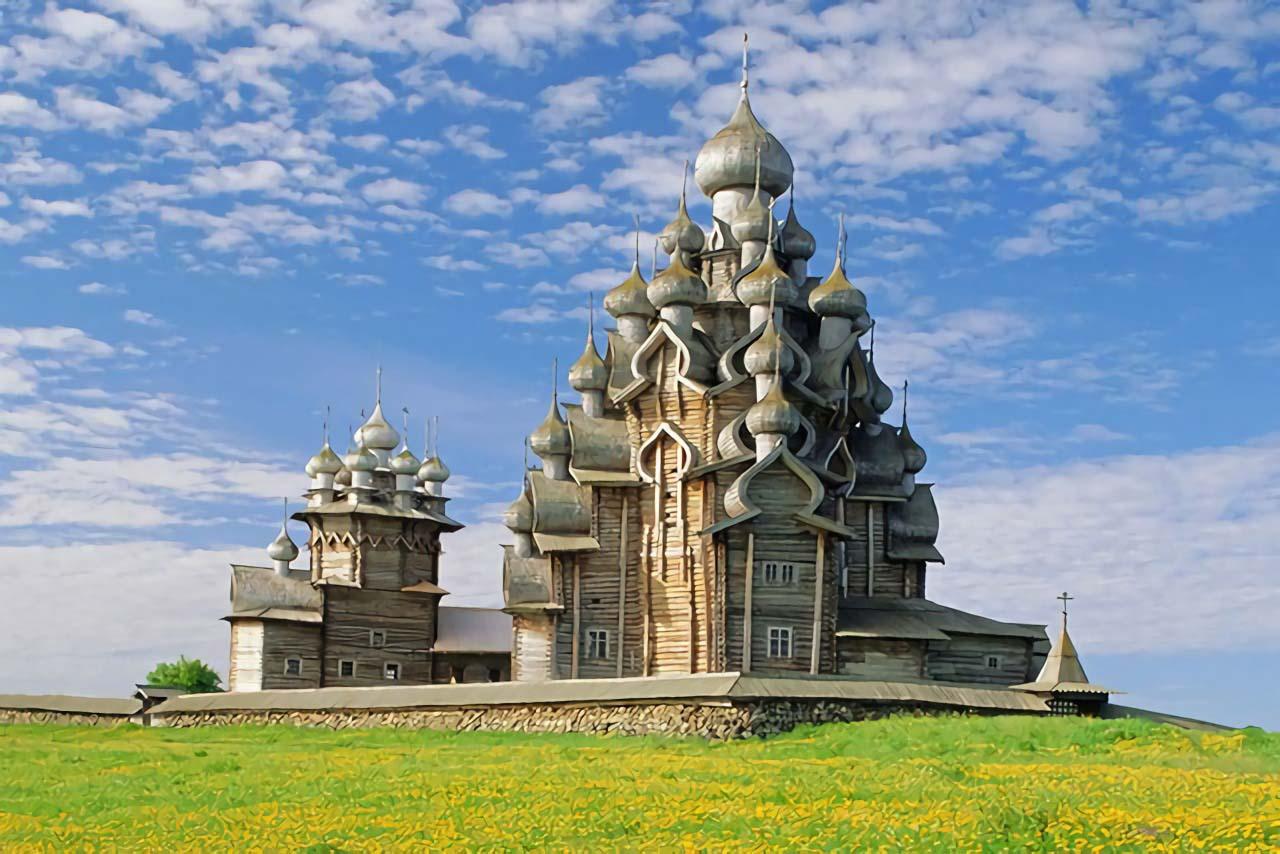 Kizhi Pogost, Gereja musim panas dan musim dingin di Keralia, Pulau Kizhi, Rusia (Sumber: architecturaldigest)