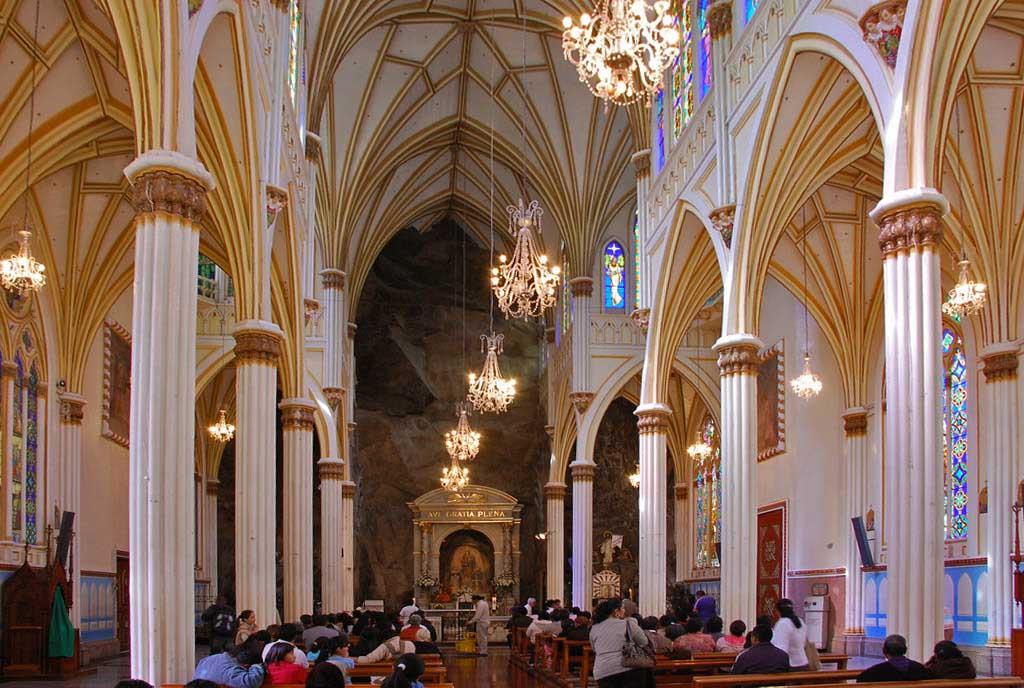 Sanctuary Las Lajas di Kolombia karya Lucindo Espinosa dan J. Gualberto Pérez (Sumber: wondermondo)