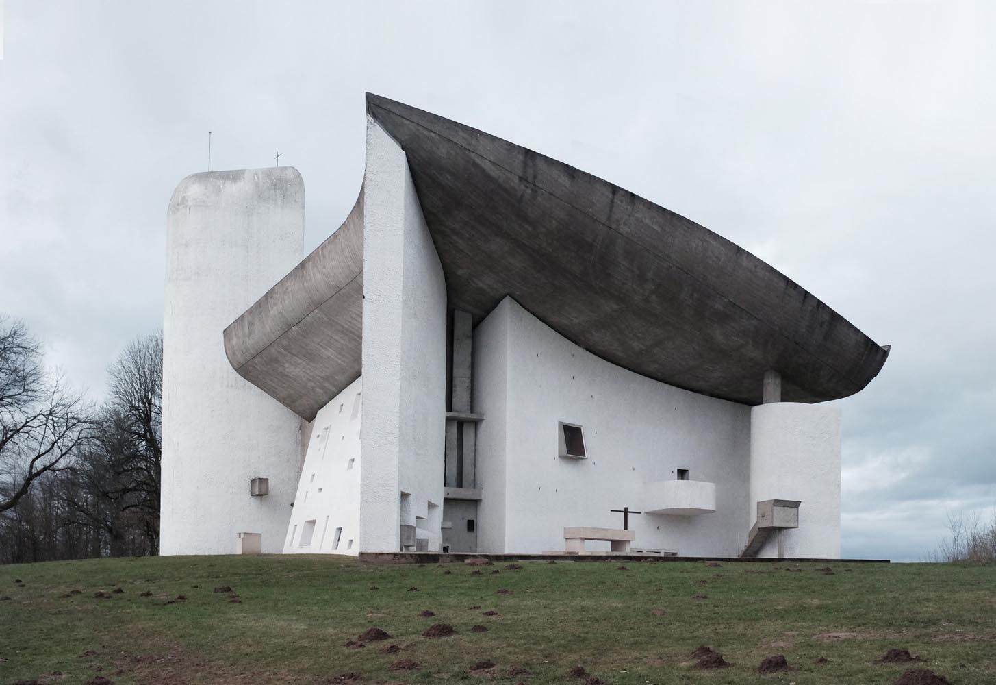 Seni arsitektur modern yang memediasi jemaat untuk merefleksi diri (Sumber: archdaily)