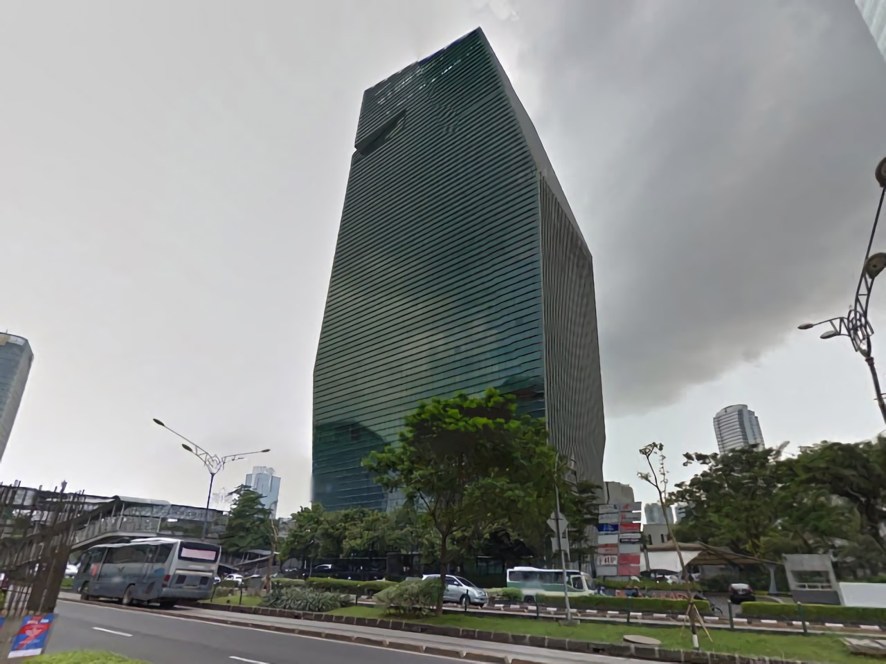 Menara Karya, gedung kantor sebagai sculpture di Rasuna Said, Jakarta (Sumber: sewakantor-update.com)
