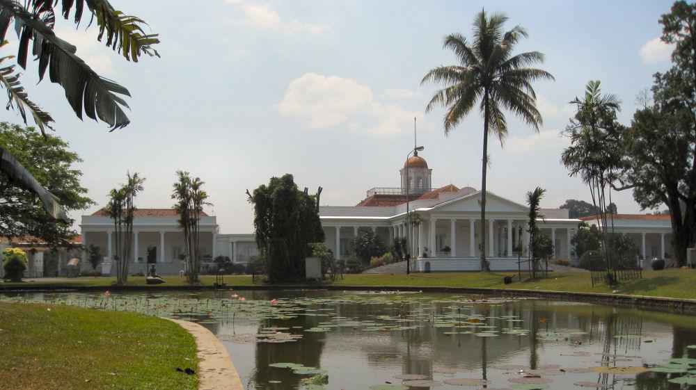 Istana Bogor hasil rancangan 38 Gubernur Jendral Belanda dan seorang Gubernur Jendral Inggris (Sumber: klikhotel.com)