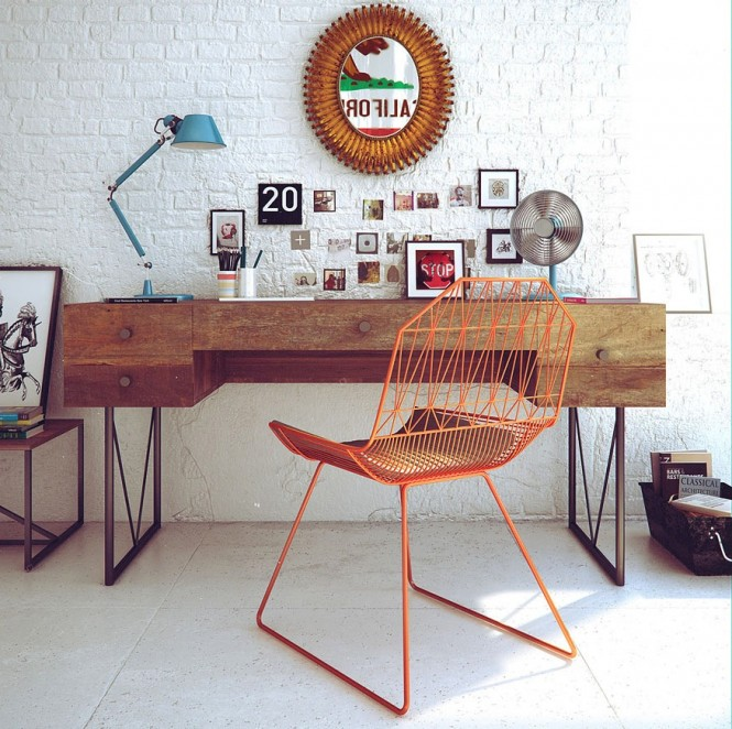 Tidak ada batasan dalam merancang ruang kerja di rumah. Desainlah secara fungsional dengan ciri khas gaya sendiri agar menjadi ruang yang senyaman mungkin untuk mendukung kinerja serta kebersamaan dalam keluarga.