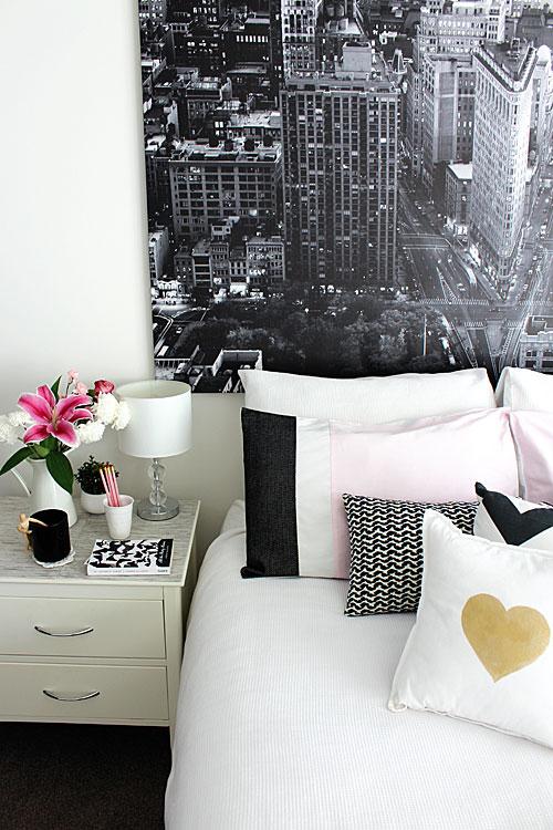 Foto Hitam Putih untuk Kamar Monochrome (Sumber: redagapeblog.com)