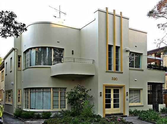 Atap datar. Art Deco juga merupakan turunan dari gaya kubisme yang sangat mengagungkan bentuk kubus. Maka, seringkali bangunan Art Deco memiliki atap yang datar, tidak miring seperti bangunan kebanyakan. Atap bergaya Art Deco juga biasanya dihiasi dengan parapet (penghalang pendek di tepian atap) atau bahkan menara.
