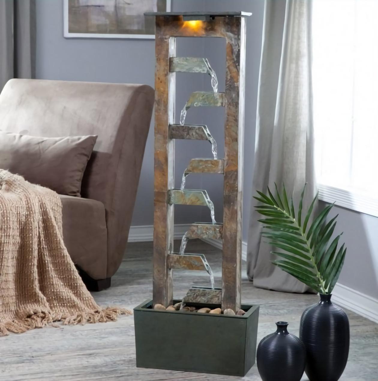 Air mancur dengan desain rustic minimalis (Sumber: westernerinns.com)