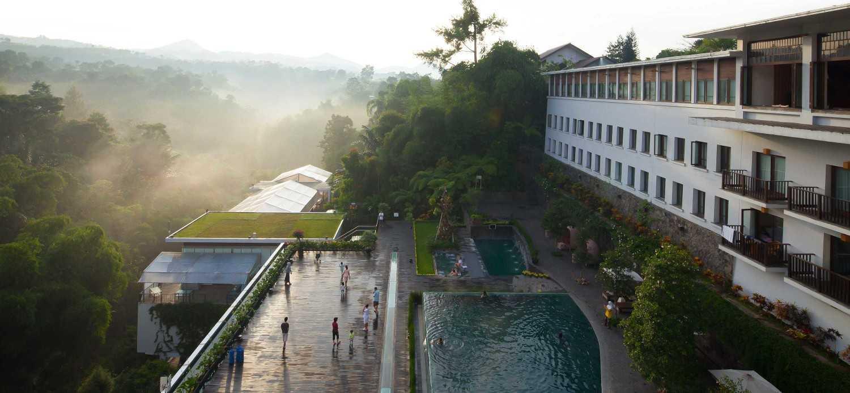 Padma Hotel Bandung karya Enviro Tec (Sumber: arsitag.com)