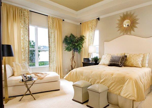 Kamar Tidur Klasik dengan Warna Emas (Sumber: lasallehome.com)