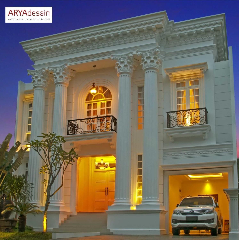 Pilihan manapun yang Anda ambil untuk mendapatkan kesan mewah dan elegan desain interior rumah Anda, desain dengan warna emas tidak akan pernah lekang oleh waktu.