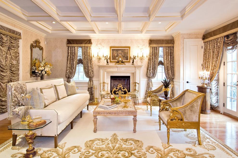 Sentuhan Warna Emas untuk Rumah Mewah yang Elegan | Foto artikel Arsitag