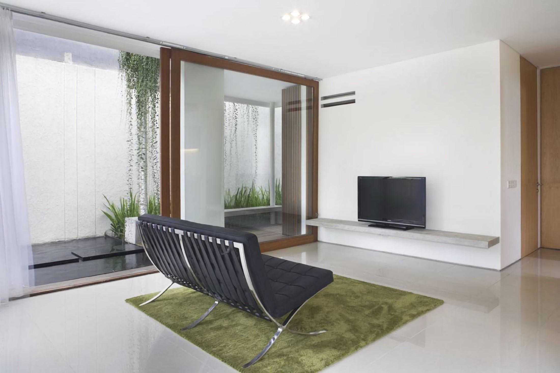 Ruang keluarga House at Legenda Wisata karya Sontang M Siregar tahun 2010 (Sumber: arsitag.com)